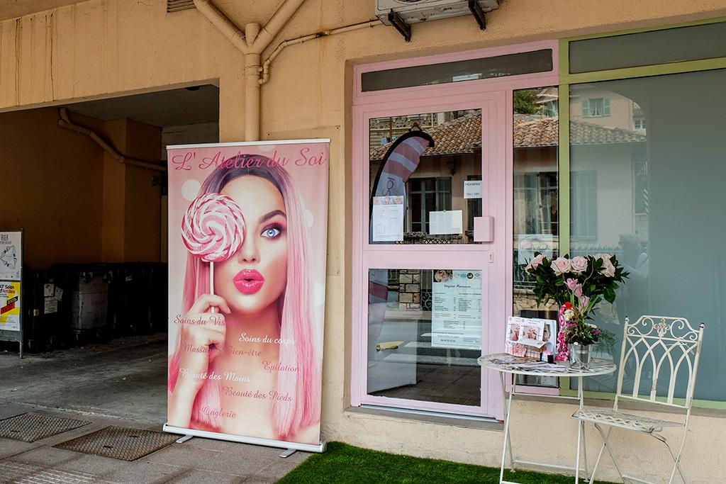 Auch ein Kosmetikstudio gibt es