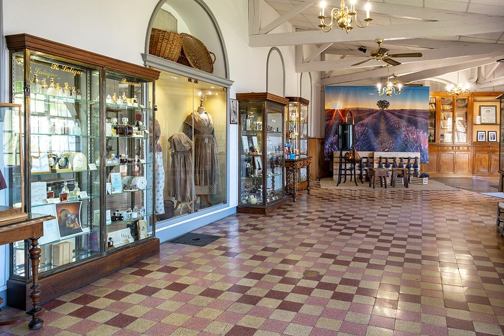 Ausstellung in der Parfümerie Molinard