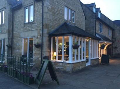 opening-the-tea-set-broadway-cotswolds-concierge (18)