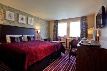 hallmark-hotel-gloucester-cotswolds-concierge (11)