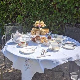 vintage-afternoon-tea-delivery-cotswolds-concierge (1)
