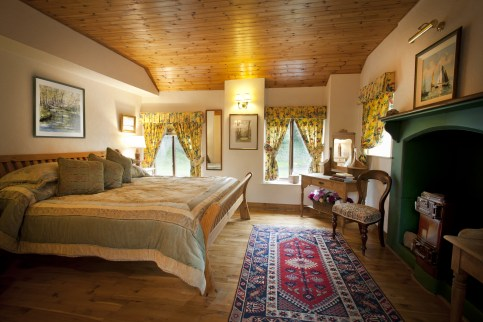 Thatcher's Rest Cottage master bedroom.