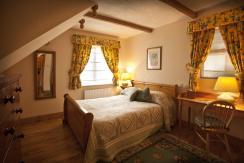 Garden Cottage downstairs bedroom.