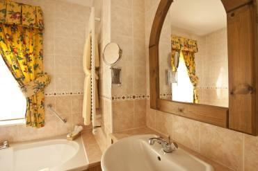 Garden Cottage Luxury bathroom