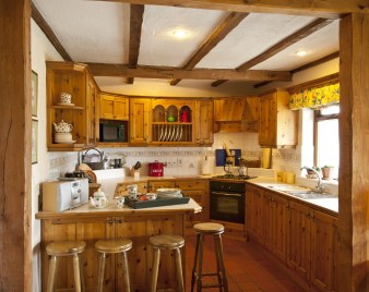 Thatcher's Rest Cottage farmhouse kitchen