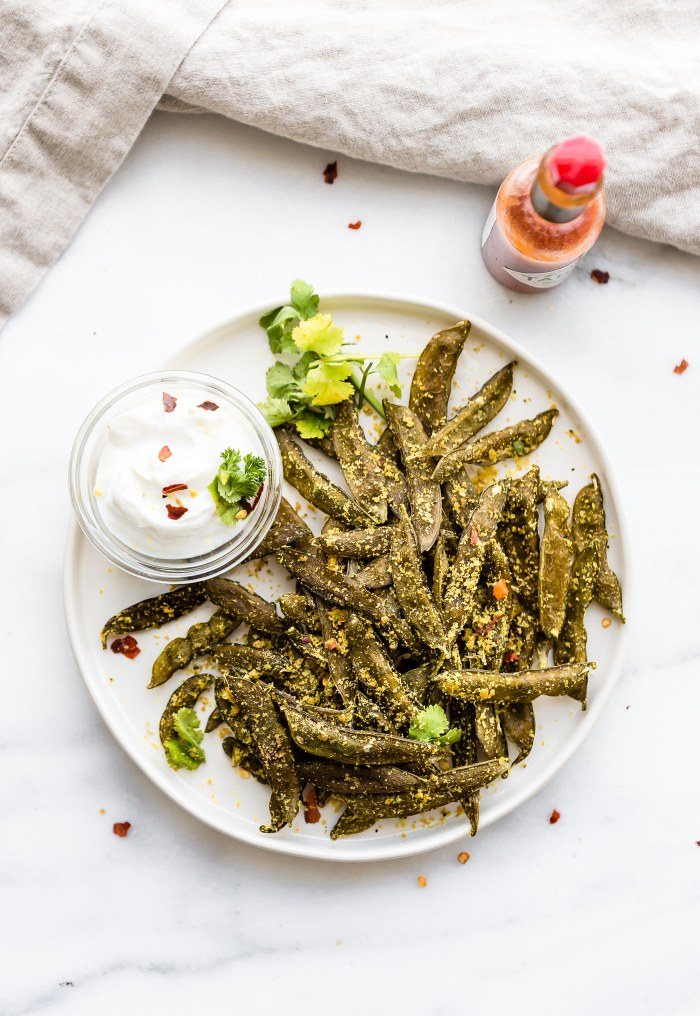 How to Make Homemade Snap Pea Chips in the oven or dehydrator! Have you ever wanted to make your own snap pea chips and save on money? Well, it's quite easy. Just season to your liking and pop in the oven or dehydrator. All it's takes is 3 ingredients! A Vegan, Paleo, and budget friendly snap pea chips recipe.
