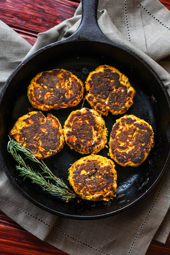 Healthy Vegetable Packed Paleo Salmon Cakes! Super easy, super simple, super delicious! These Paleo salmon cakes take little time. Salmon Cakes that are literally veggie packed and protein packed. #whole30 approved