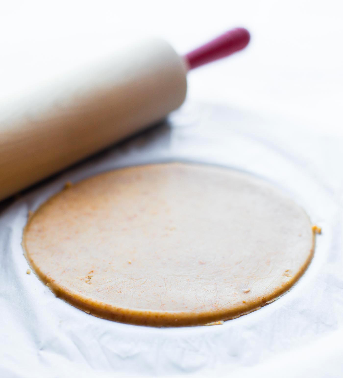 A 3ingredient gluten free pie crust recipe that's easy to make and a dairy free. All you need are 3 healthy ingredients to mix the dough. A multipurpose gluten free pie crust that's great for a quick meal, dessert, or baking dish. This recipe has become a staple in our house for easy gluten free baking!