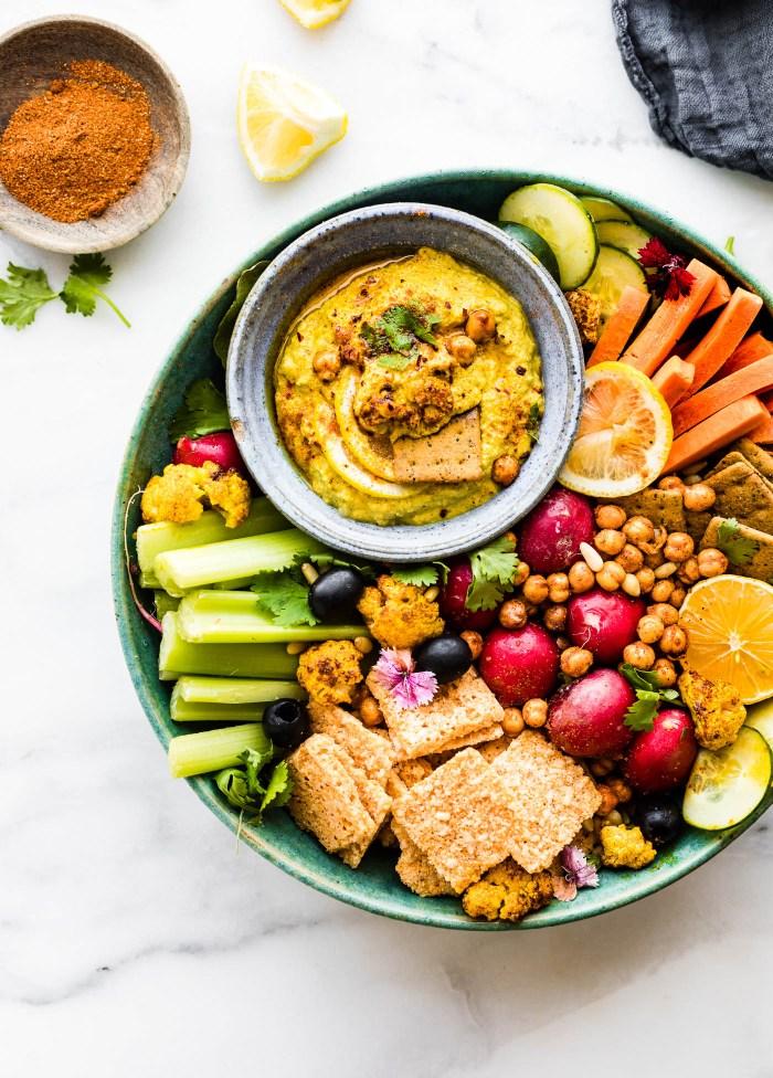 Tandoori Roasted Cauliflower dip! A flavorful creamy vegetable dip that makes a #healthy appetizer!