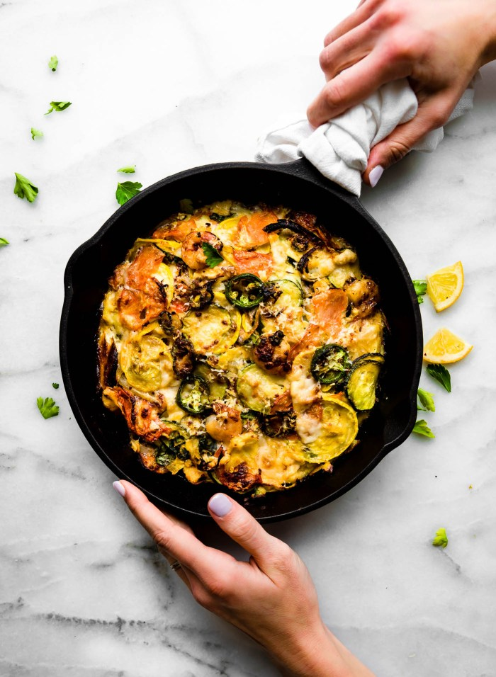 Spicy jalapeño shrimp veggie bake is low carb, grain free,and an easy to make recipe in under an hour!Seasonalvegetables, lean protein, herbs, and spices, allbaked to perfection. A better for you gluten freecasserolewith shrimp and veggies! Atotal crowd pleaser.