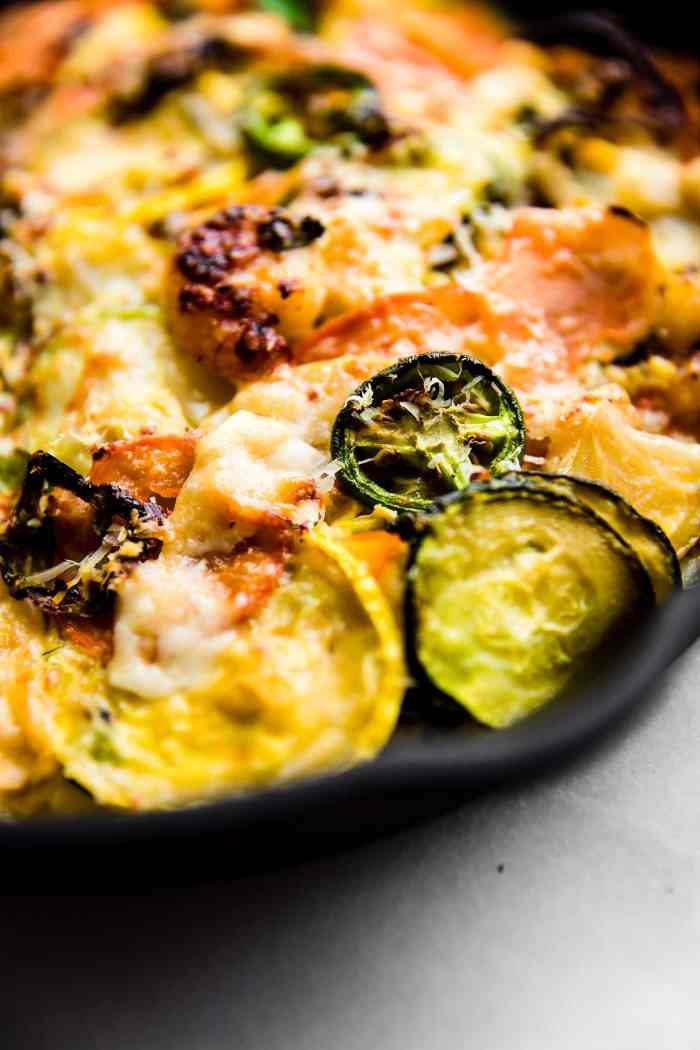 Spicy jalapeño shrimp veggie bake is low carb, grain free,and an easy to make recipe in under an hour!Seasonalvegetables, lean protein, herbs, and spices, allbaked to perfection. A better for you gluten freecasserolewith shrimp and veggies! Atotal crowd pleaser. #keto #casserole #glutenfree