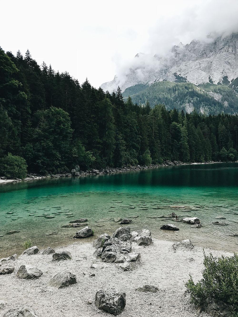 Bayern_Ausflug_Zugspitze_Seilbahn_panorama2962_eibsee