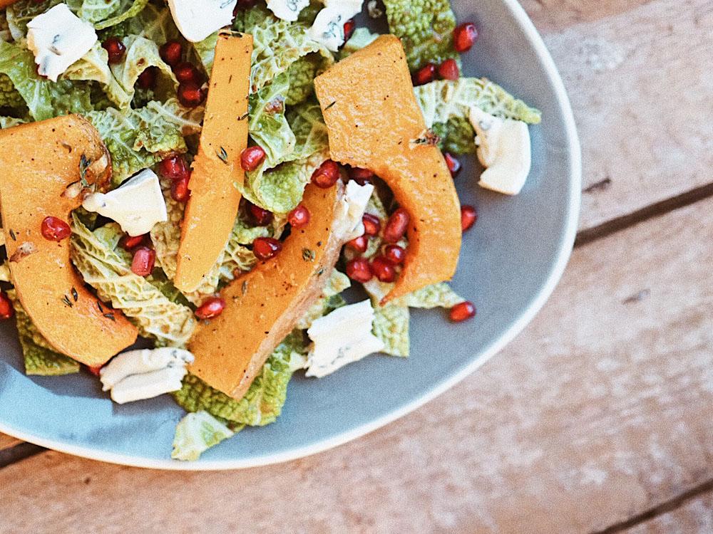coucoubonheur_foodblog_Herbstrezept_Grünkohlsalat_Butternusskürbis