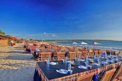 Jimbaran Bali manger sur la plage