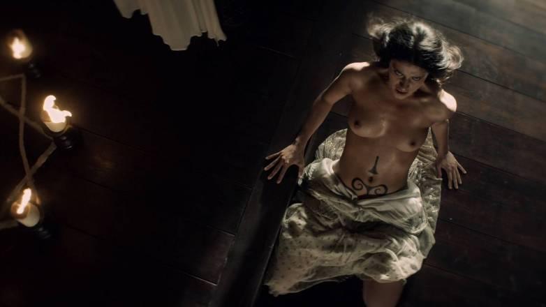 Anya Chalotra nue - Yennefer de Vengerberg - Witcher Netflix 09