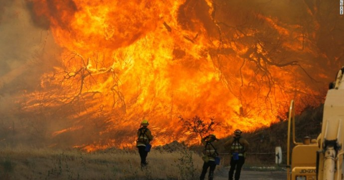"""Southern California's years-long drought has resulted in one of the """"most extreme"""" wildfires the region has ever seen. (Photo: Nick Ut/AP)"""