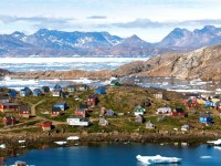 The village of Kulusuk in Greenland. (Photo: Ville Miettinen/flickr/cc)