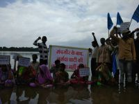 Noam Chomsky Extends Support To The Project Affected People Of The Narmada Valley, As Indefinite Fast  Continues