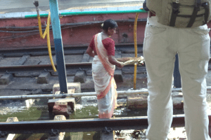 Why does manual scavenging continue to exist in Tamil Nadu?
