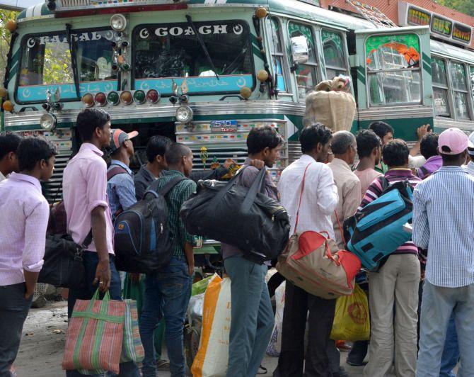 kashmir-migrant-labourers