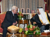 Palestinian President Mahmoud Abbas meets with Saudi's King Salman bin Abdulaziz al-Saud in Riyadh, Saudi Arabia, November 7, 2017. Photo by Thaer Ganaim