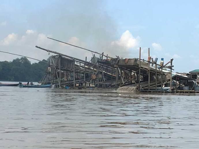 Gold mining in Borneo