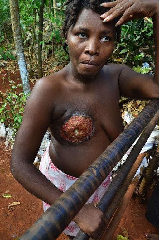 Abuela haitiana desnuda
