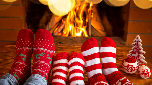fireplace-family-christmas-holiday-winter_1513205982103_323806_ver1-0_30202883_ver1-0_640_360_460403