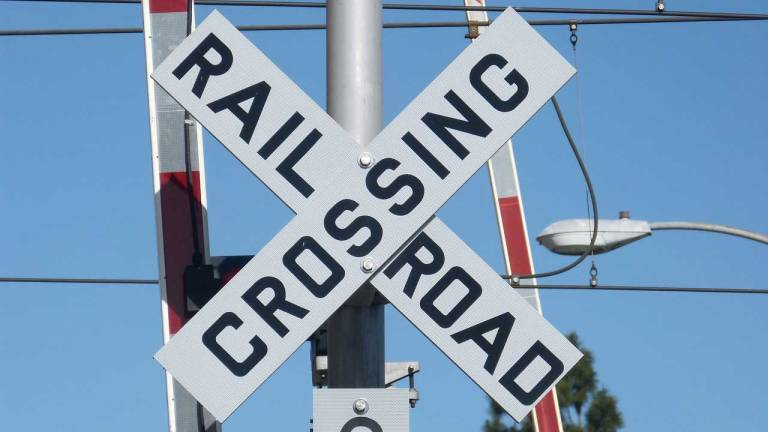 railroad-crossing-generic_459382