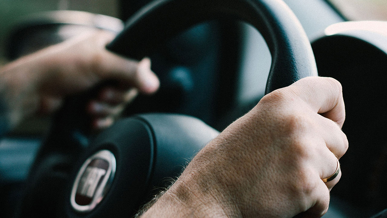 steering-wheel-driving-driver-traffic-generic_375865
