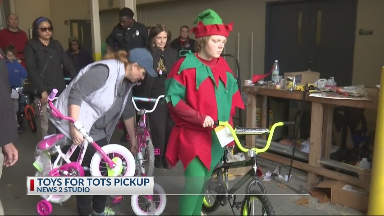 Toys for Tots volunteers pick up thousands of toys from News 2 studio