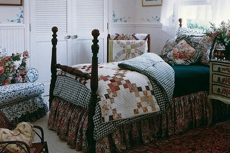Country Home Decorating Ideas for different Decorating Styles Colonial country home decor in a bedroom