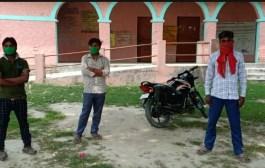 केसरिया /नेपाल से तीन मजदूर पैदल केसरिया पहुंचे, तीनों का जांच कराकर क्वारेंटाईन सेंटर में रखा गया