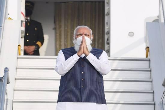 दिल्ली / भारत के प्रधानमंत्री नरेंद्र मोदी एयर फोर्स वन से अमेरिका रवाना, हाथ हिला कर किया अभिवादन-  शिष्टमंडल में विदेश मंत्री एस.जयशंकर,