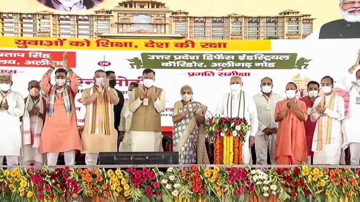 अलीगढ़/पहले माफिया के हाथों में होता था राजकाज, अब योगी सरकार में कांपते हैं -21वीं सदी का भारत एक मजबूत भारत है - प्रधानमंत्री मोदी