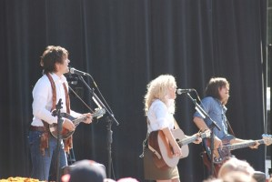 """The Band Perry – New acoustic video for """"Independence,"""" along with some Meet & Greet and show dates"""