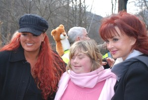 The Judds, interview from The Santa Train and a Christmas greeting from the duo