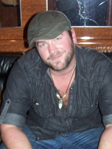 Lee Brice engaged to long-time girlfriend, Sara Reeveley