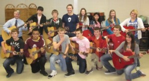 Craig Morgan donates instruments to local middle school