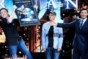 Scotty McCreery returns to the American Idol stage for a performance, and an honor
