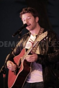 Special couple gets special performance from Brett Eldredge in Nashville