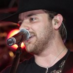 Chris Young connects with fans via virtual autograph session during CMA Music Festival