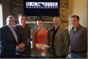 Kellie Pickler signs with Black River Entertainment