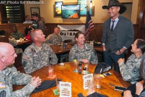 Tim McGraw surprises soldiers at Veterans Day lunch