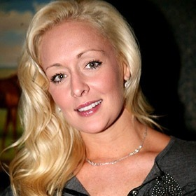 The country music world takes to Twitter and responds to Mindy McCready's death