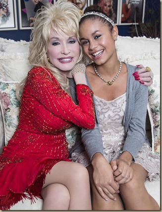DollyParton_Lifetime_couch_0307