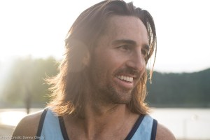 Jake Owen takes country fans 'Beachin' on hot new single