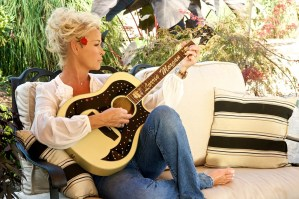 Lorrie Morgan celebrates 30th anniversary as Grand Ole Opry member during CMA Festival