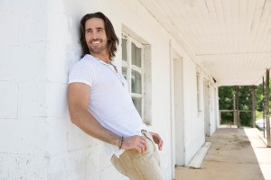Jake Owen debuts What We Ain't Got on Jimmy Kimmel Live! Tuesday, Aug 5
