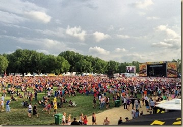 kicker-event-country-stampede-2014-crowd